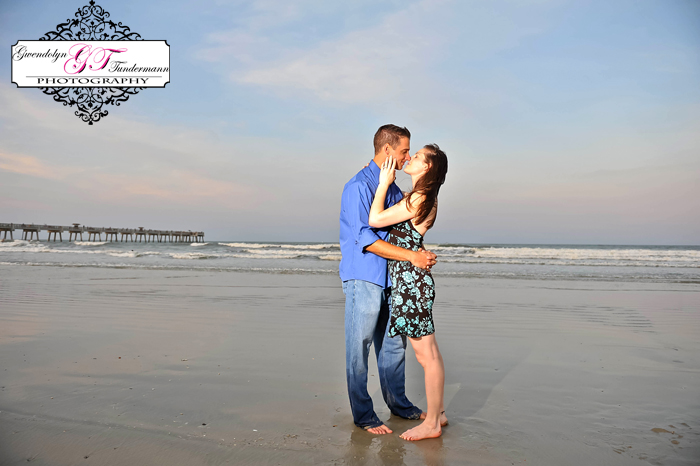 2011_07_21/Jacksonville-Beach-Engagement-Photos-24.jpg