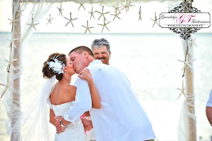 Club-at-Barefoot-Beach-Wedding-Photos-Bonita-Springs-23.jpg