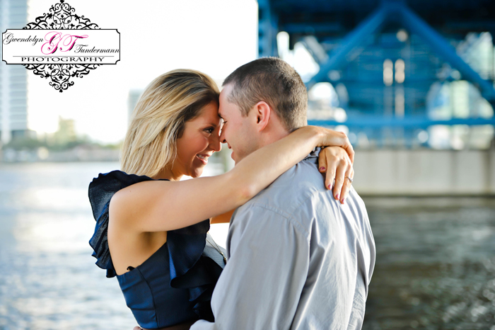 Downtown-Jacksonville-Engagement-Photos-01.jpg