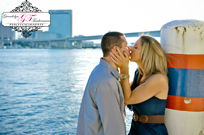 Downtown-Jacksonville-Engagement-Photos-06.jpg