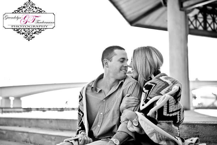 Downtown-Jacksonville-Engagement-Photos-07.jpg