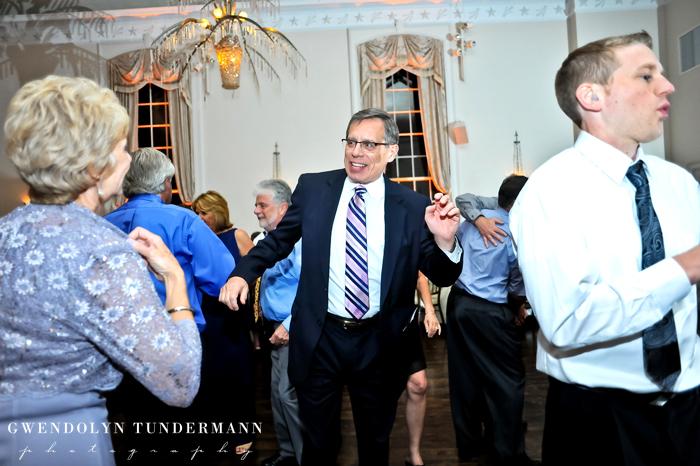 New-Haven-Lawn-Club-Wedding-Photos-32