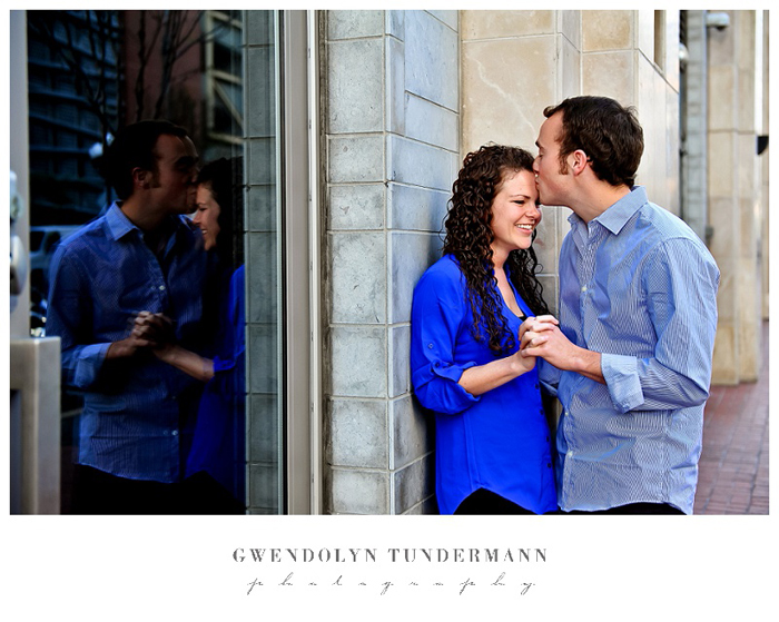 San-Diego-Gaslamp-Engagement-Photos_07